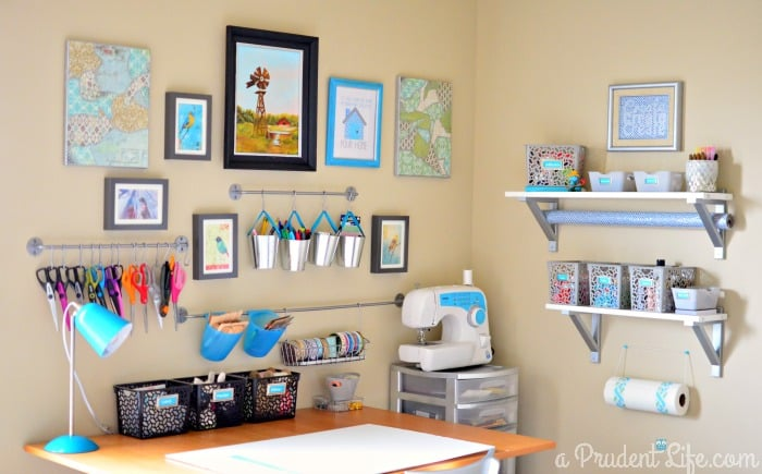 Well-contained crafting corner in guest room